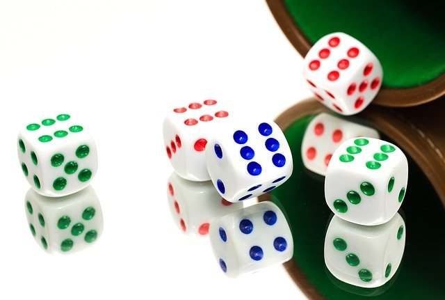 Important things to consider while playing the online poker game!
