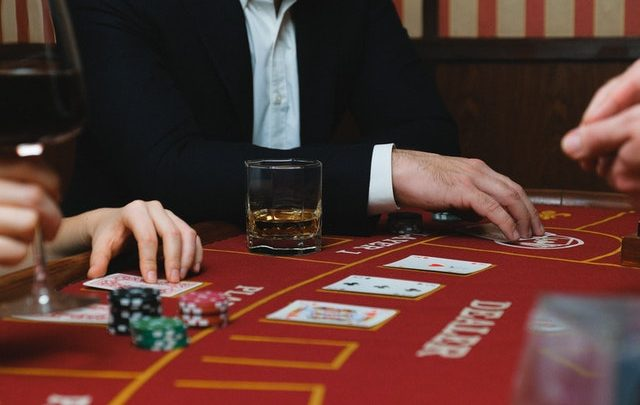 Things to Consider Before Choosing and Playing an Online Casino Game