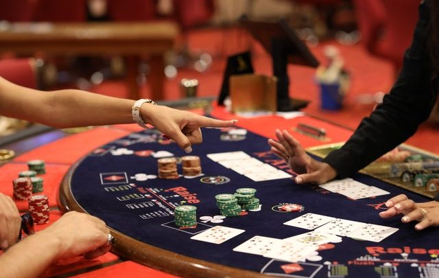 Online Poker Gambling: The Pros and ConsFind out the details below!